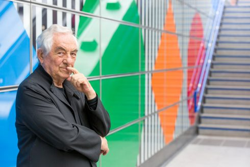 Photo-souvenir: Daniel Buren, The Big Wall, Up and Down, Blue, Green, Orange, Red, Yellow, in