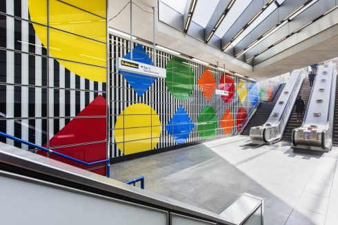 Photo-souvenir: Daniel Buren The Big Wall, Up and Down, Blue, Green, Orange, Red, Yellow, in