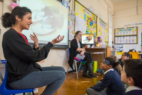 Crafting the Line, Jalseen Kaur with Stamford Hill School, 2016. Photograph Benedict Johnson